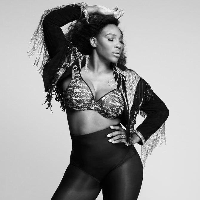 Серена Уильямс чёрно-белое фото в белье