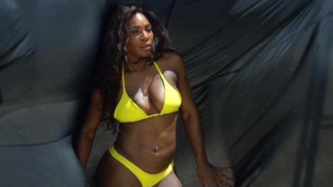 Серена Уильямс фото в жёлтом купальнике