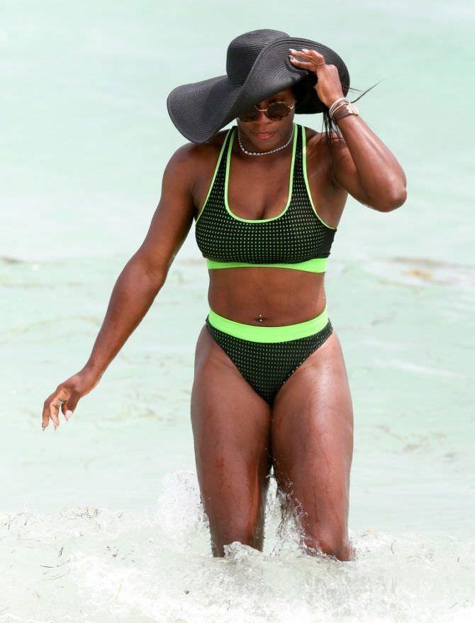 Серена Уильямс фото в купальнике и шляпе