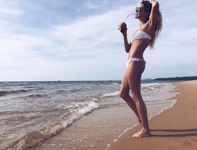 Наталья Бардо фото в бикини на пляже