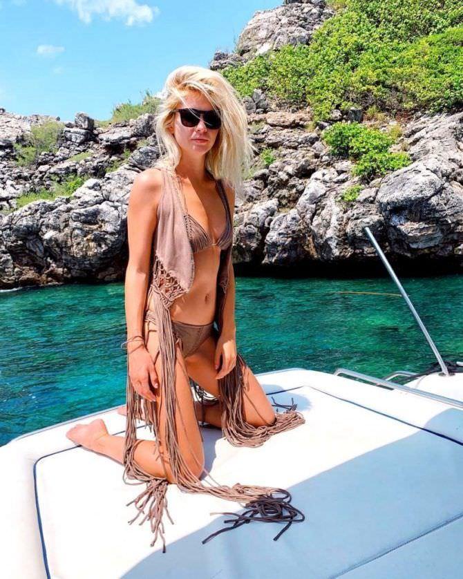 Наталья Бардо фото в коричневом купальнике