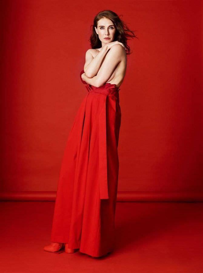 Кэрис ван Хаутен фотография в красном платье