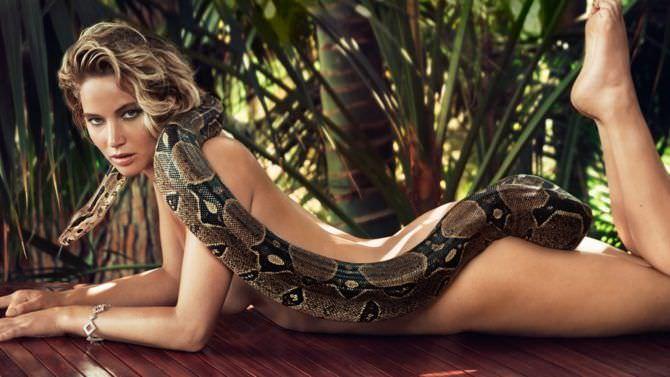 Дженнифер Лоуренс фото с питоном без одежды