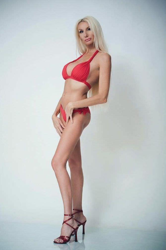 Лариса Сладкова фотография в красном купальнике