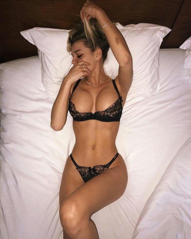 Катя Кищук фото в белье в постели