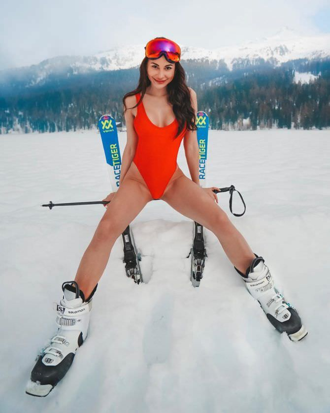 Анна Костенко фото с лыжами