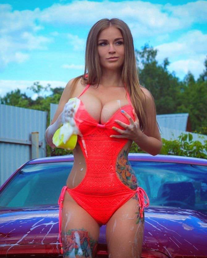 Софья Темникова фото в купальнике с мочалкой