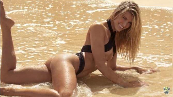 Эжени Бушар фотография в сексуальном купальнике