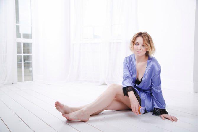 Стефания-Марьяна Гурская фото в сиреневом халатике