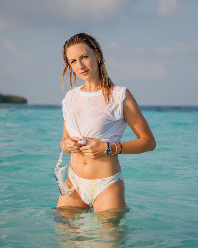 Леся Никитюк фото в майке в воде
