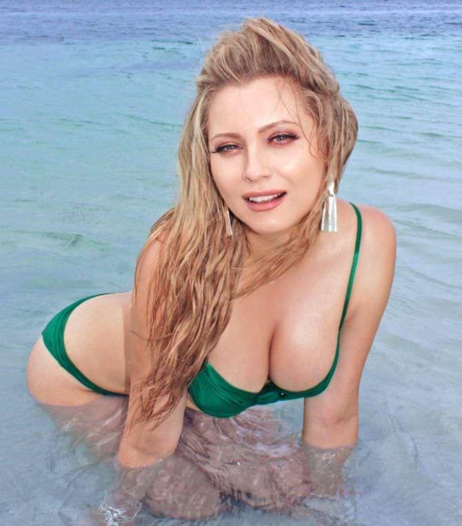 Лена Ленина фотография в бикини в воде