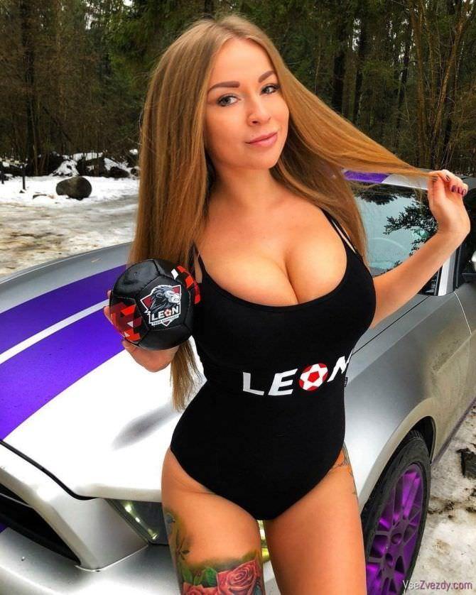 Софья Темникова фото с автомобилем