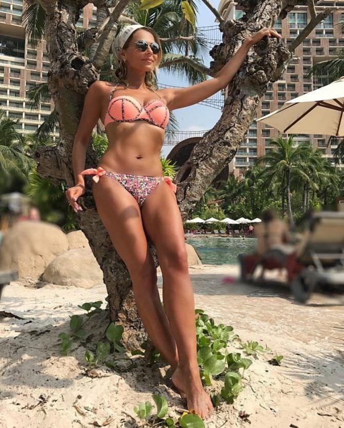 Ксения Новикова фото в розовом бикини