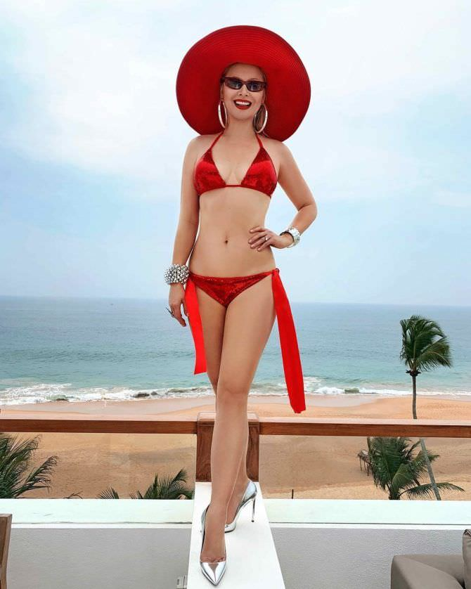 Лена Ленина фото в красном купальнике