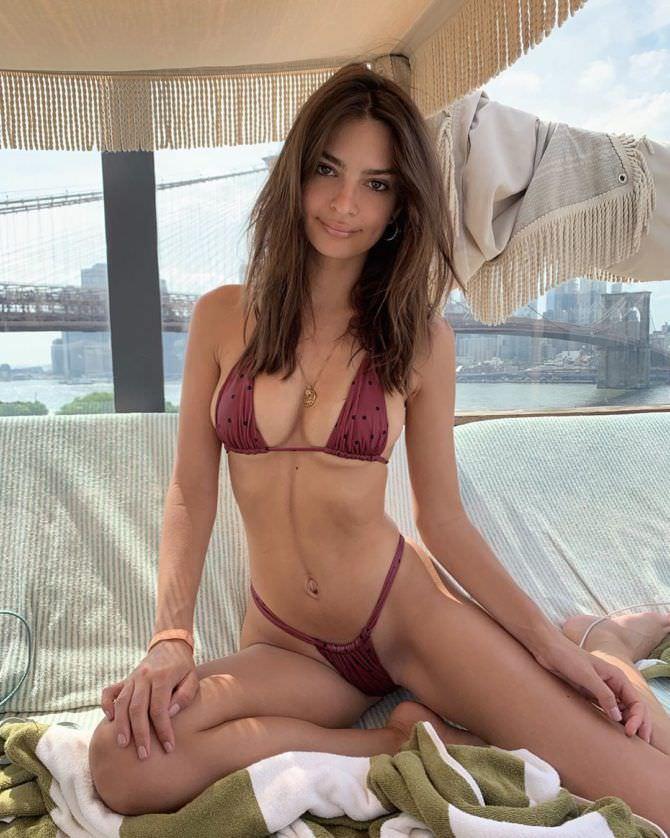 Эмили Ратаковски фото в купальнике в инстаграм