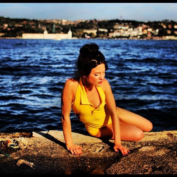 Дарья Мингазетдинова фото в жёлтом купальнике