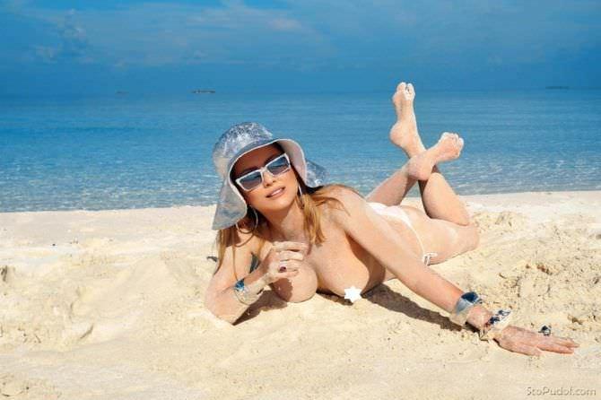 Лена Ленина фото на пляже без одежды