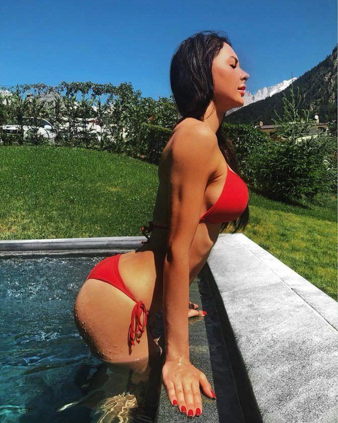 Анна Костенко фотография в бикини в инстаграм