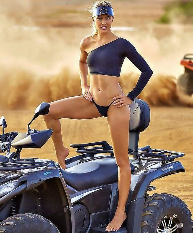 Эжени Бушар фотография с мотоциклом