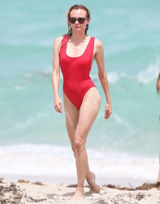Диана Крюгер фото в купальнике на пляже