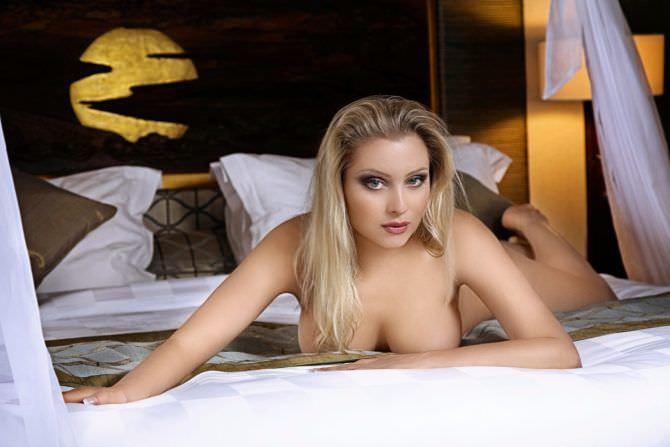 Лена Ленина фотография на кровати без одежды