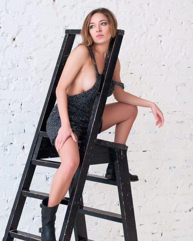 Серафима Низовская фото со стремянкой