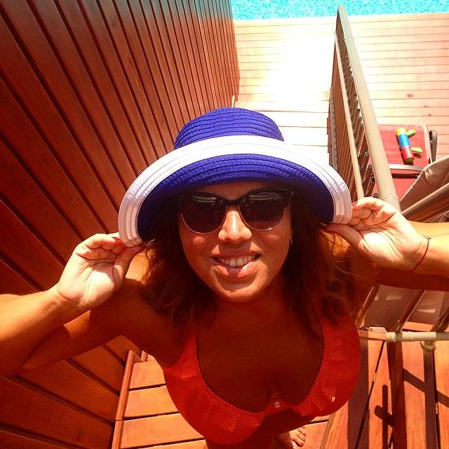 Екатерина Скулкина фото в бикини и шляпе