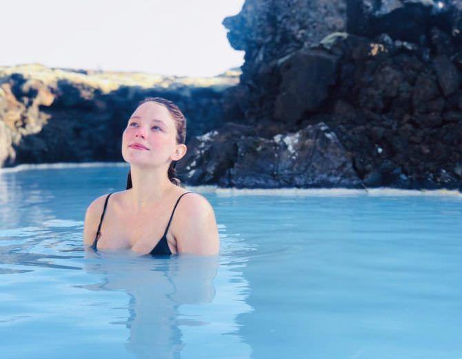 Хейли Беннетт фото в воде