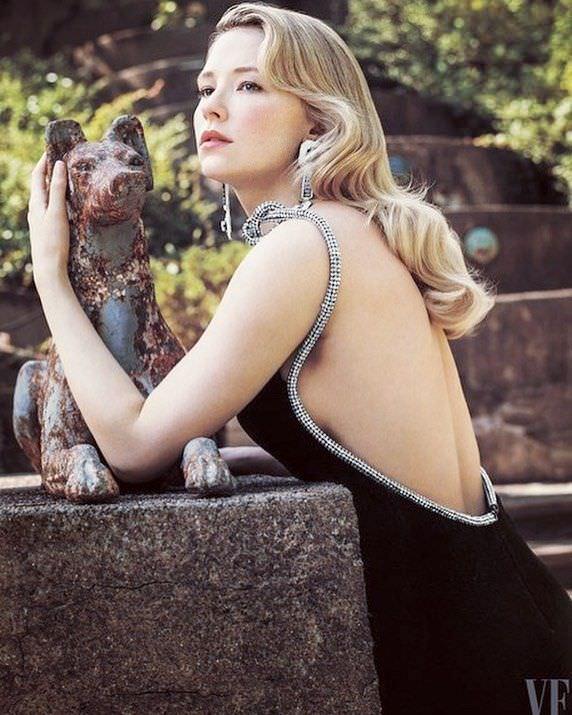 Хейли Беннетт фото в вечернем платье