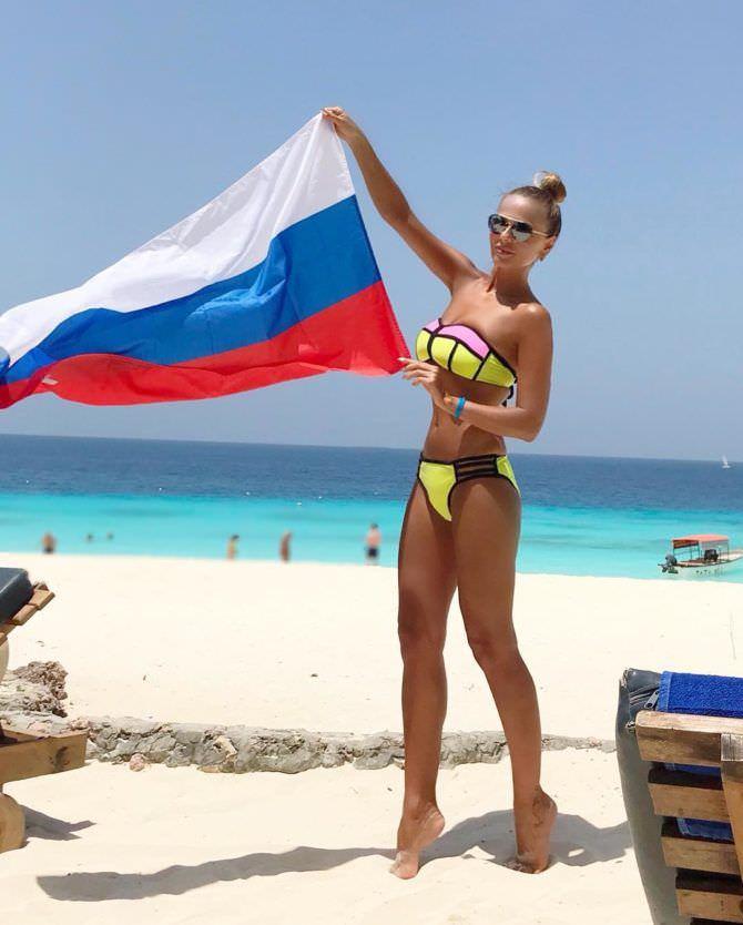 Ксения Новикова фото с флагом