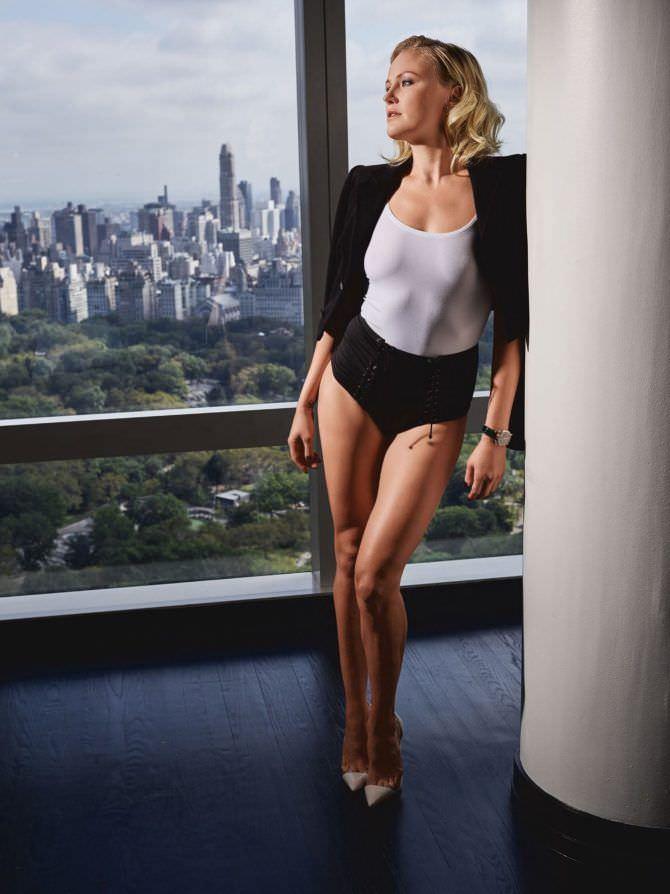 Малин Акерман фото в шортах