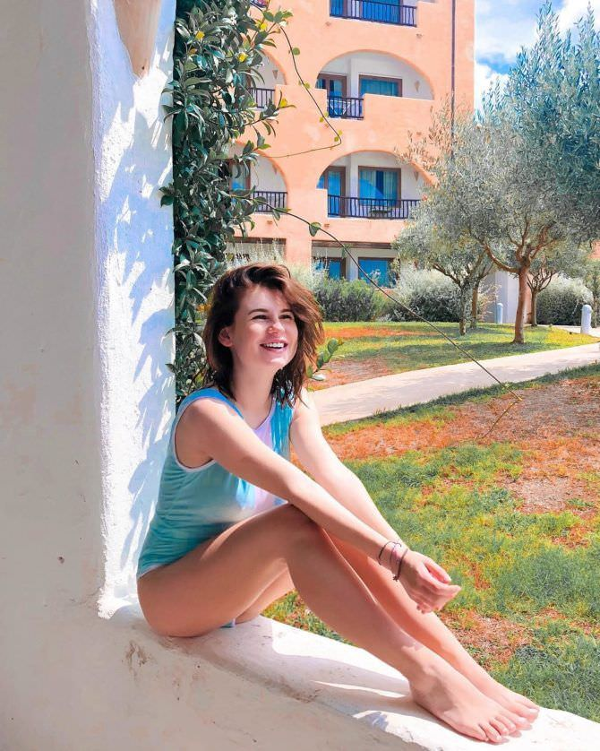 Анна Цуканова-Котт фотография в купальнике на стене