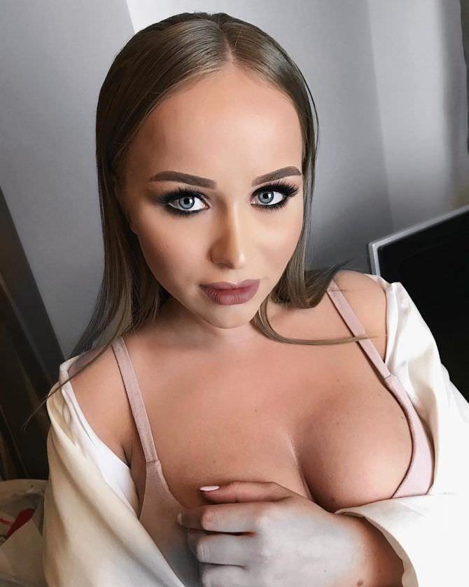 Александра Лукьянова фотография из инстаграм в белье