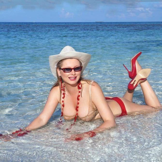 Лена Ленина фото в белье на пляже