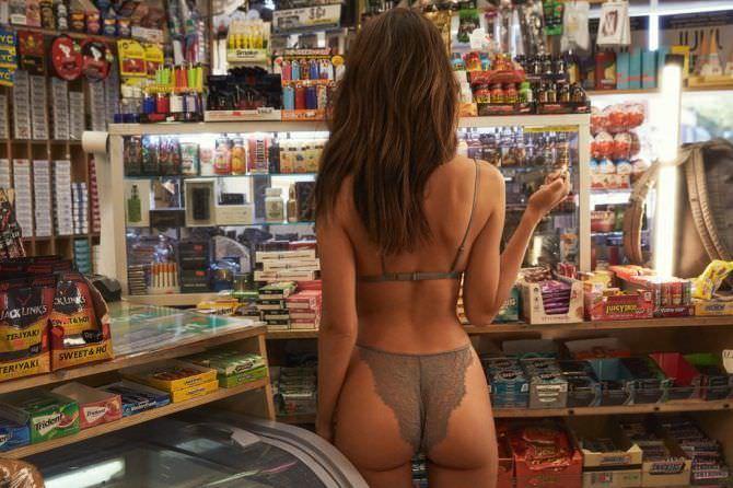 Эмили Ратаковски фотография в магазине