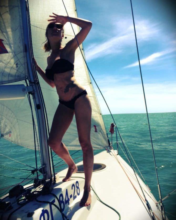 Серафима Низовская фото в инстаграм в бикини