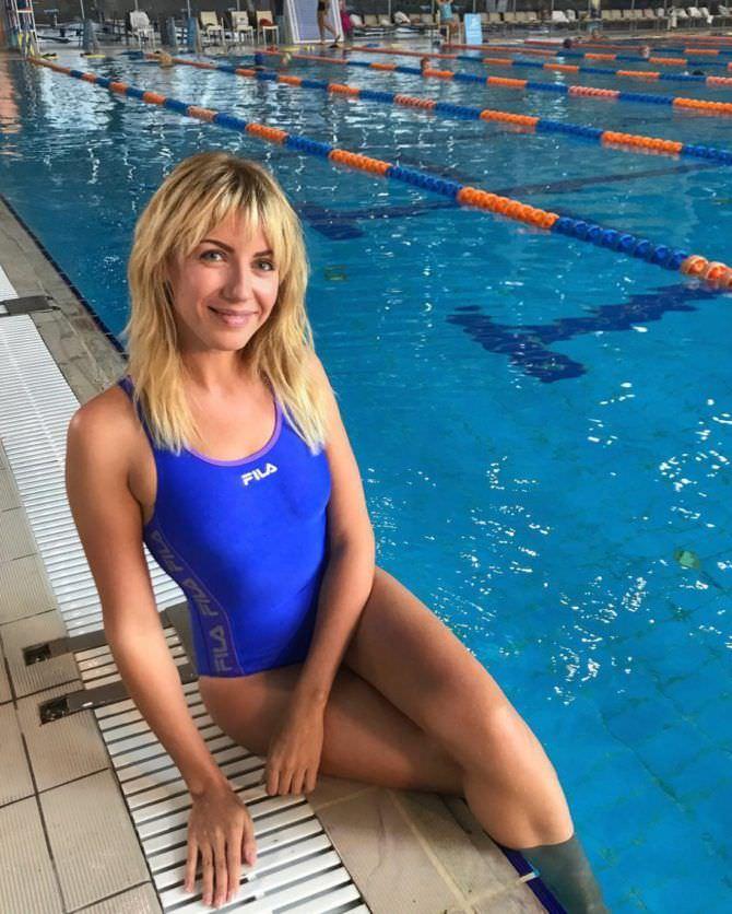 Леся Никитюк фотография в бассейне