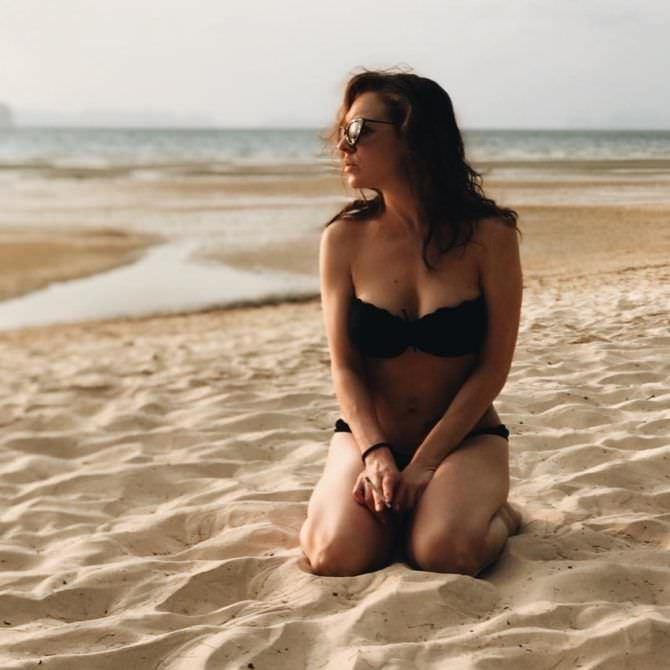 Серафима Низовская фотография на пляже