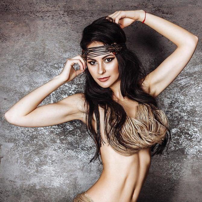 Анна Костенко фото с бусами