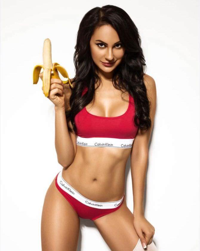 Анна Костенко фотография с бананом