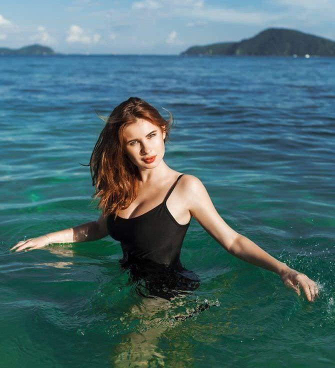 Анна Цуканова-Котт фото в море
