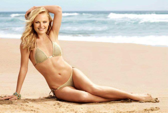 Малин Акерман фото в купальнике на пляже