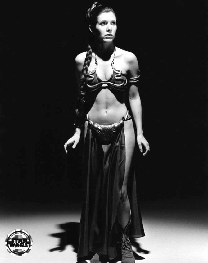 Кэрри Фишер фото в знаменитом костюме