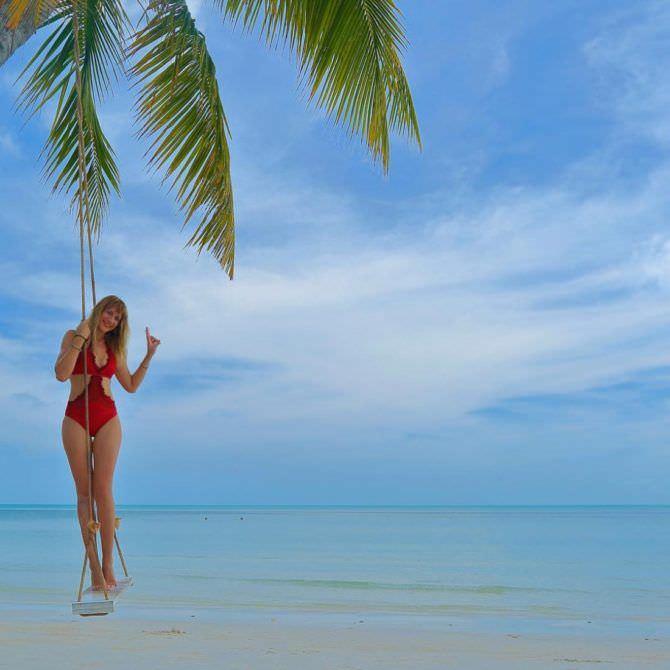Леся Никитюк фото под пальмой