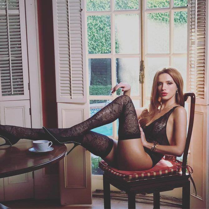 Белла Торн фотография в белье и чулках