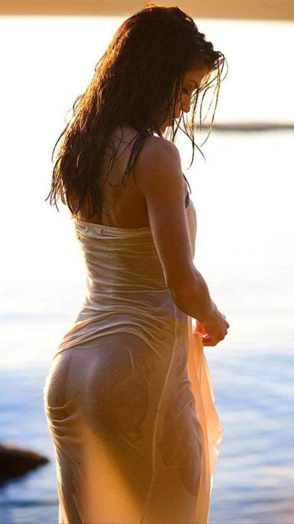 Мари Авгеропулос фото в мокром платье