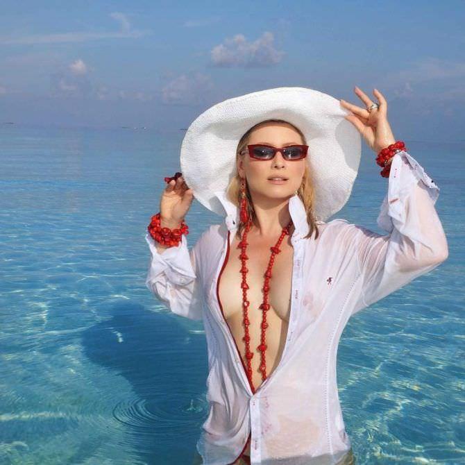 Лена Ленина фото в белой рубашке