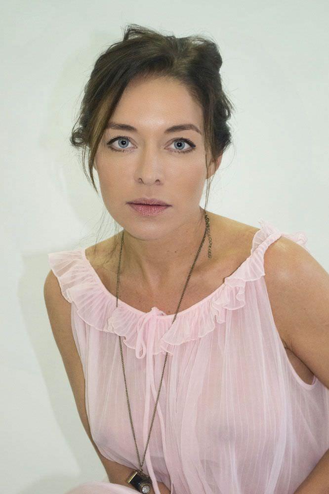 Серафима Низовская фото в прозрачной блузке