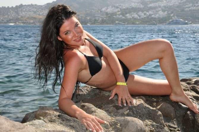 Дарья Мингазетдинова фото на пляже в купальнике