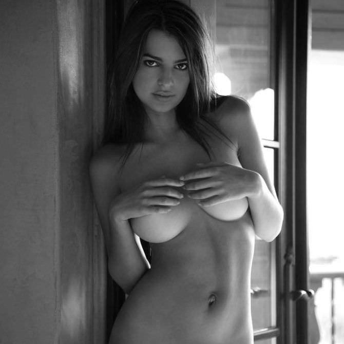 Эмили Ратаковски фотосессия без одежды